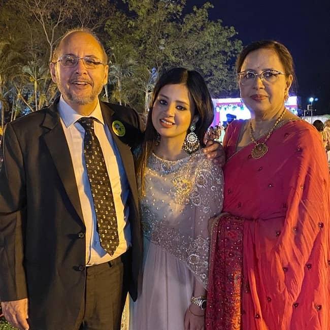 sakshi dhoni parents