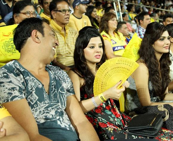sakshi dhoni with Vindoo Dara Singh