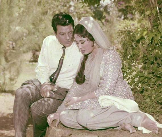 Dharmendra With Meena Kumari