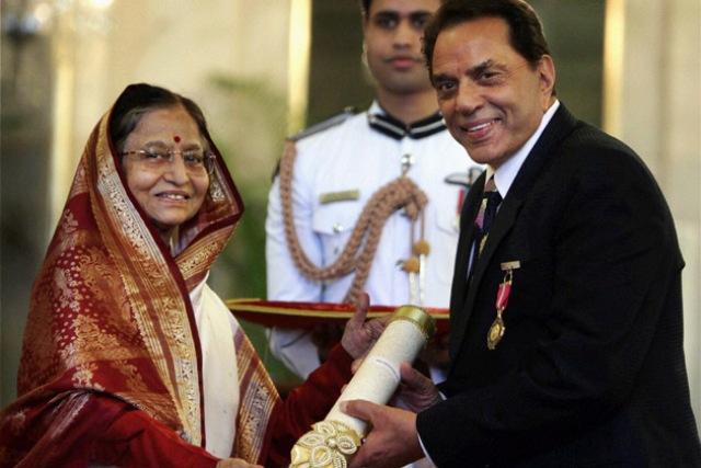Dharmendra With Padma Bhushan