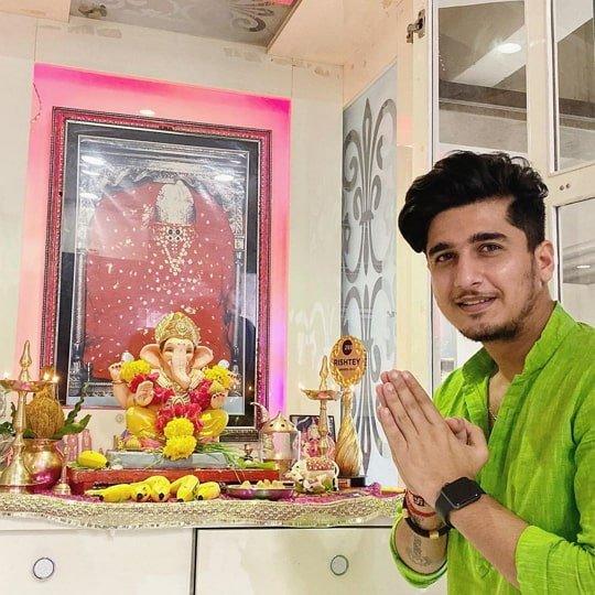 bhavin bhanushali picture with lord ganesha